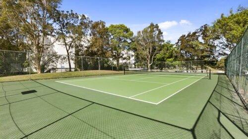 noosa-resort-with-tennis-court-1